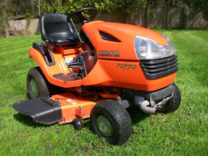 KUBOTA RIDING LAWN MOWER - EXCELLENT CONDITION!