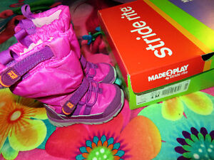 Size 4 Toddler Stride Rite winter boots- Like new