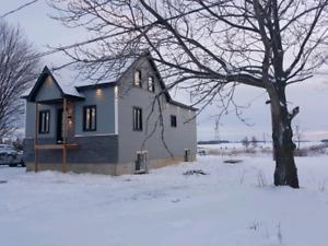 Grande maison renovee avec cachet ancien.