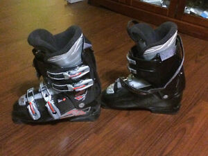 Junior girls downhill ski boots, size 8