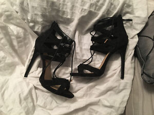 HEELS PERFECT CONDITION FOR SALE. 25$ EACH.