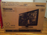 Toshiba 32 inch TV + white TV bench, Perfect Condition!