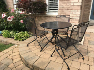Outdoor table & 3 chairs