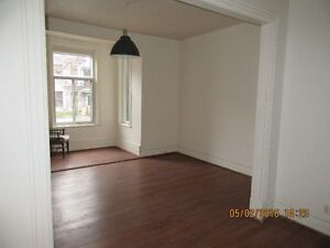 Spacious newly renovated 4 1/2 in Mile End