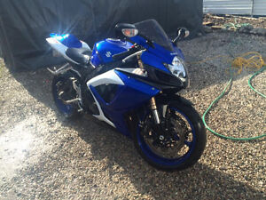 -PRICED TO SELL, DEALERSHIP MAINTAINED, SUZUKI GSX-R-