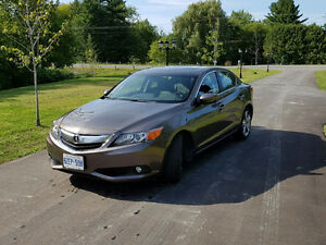2013 Acura ILX Premium Pkg Sedan - Very low kms + Winters