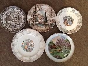 8 petites assiettes antiques