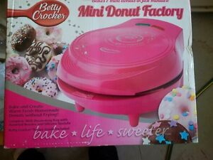 Betty Crocker Donut, Brownie and Loaf plug-in bakers