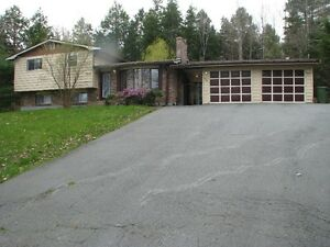 FAMILY HOME WITH INLAW OR INCOME SUITE & 2 CAR GARAGE