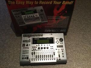 Boss BR 1600CD recording console