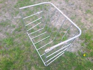 Rack à foin pour petit cheval ou chèvre