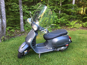 REDUCED! 2011 VESPA GTS SUPER 300ie