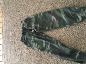 TNA army joggers size XS
