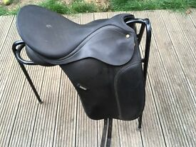 Wintec 17.5in dressage saddle