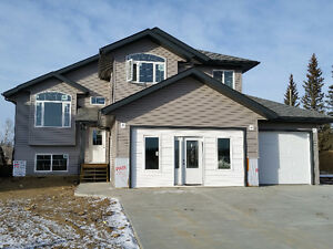 Executive Show home in Athabasca!