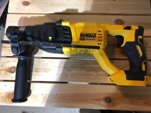 "DeWALT DCH133B XR 20V MAX Brushless 1"" Rotary Hammer Drill"