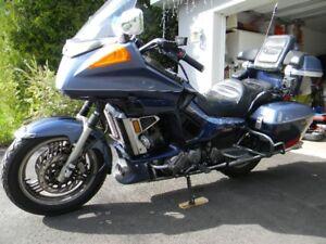 Moto  Yamaha Venture Royale  1991  bleu 2  tons