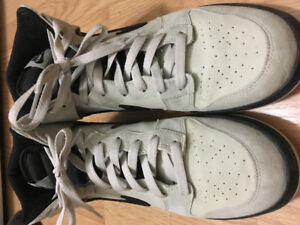 almost Brand New NIKE DUNK high 9.5