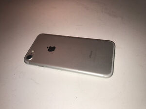 PERFECT CONDITION IPHONE 7 London Ontario image 3