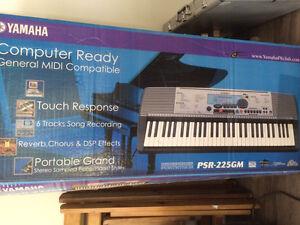 Yamaha piano PSR-225GM