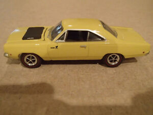 1:64 SCALE DIE-CAST GREENLIGHT MCG 1968 PLYMOUTH ROAD RUNNER