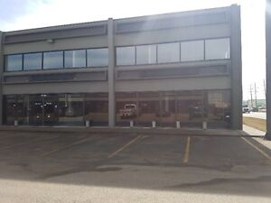 4,800 SQFT OF RETAIL/OFFICE/WAREHOUSE IN THE WESTEND!