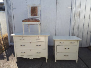 bureau et chaise antique