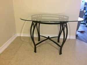 Beautiful Glass Table - VERY good condition