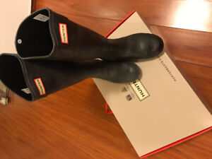 Hunter Boots - Size 7 - Wave Texture - Brand New