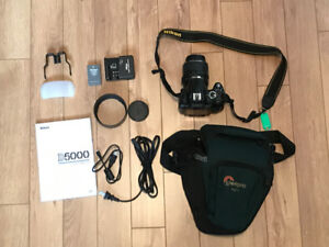 Nikon D5000 DSLR Kit and bag with accessories
