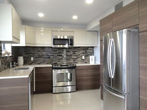 BEAUTIFUL LARGE CONDO WITH BALCONY & VIEW! RENOVATED! 2 parkings
