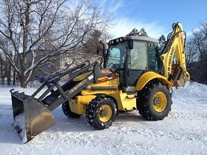 new holland B95C 2014 (900 hrs)