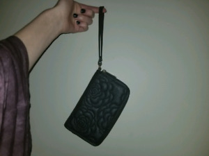 The Bay strap wallet