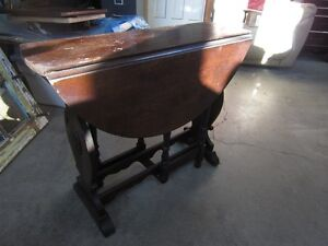125 YR OLD HALL/COFFEE/END TABLE Peterborough Peterborough Area image 2