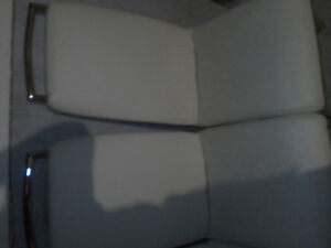 5 white table chairs for sale