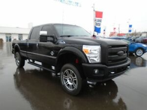 2015 Ford Super Duty F-350 SRW Platinum 4X4 w/Navigation, Heated