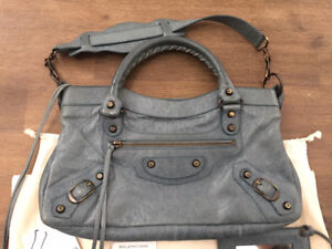 Authentic Balenciaga First bag in Good condition