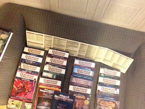 Huge Dungeons and Dragons (mainly 4e) lot with minis and die set