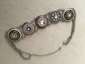Necklace ~ with exquisite detail & colours - $20