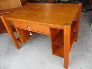 EARLY 1900 1/4 CUT OAK LIBRARY TABLE FROM ESTATE