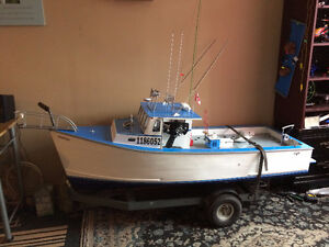 GIANT  RC BOAT COULD TRADE IT FOR LOSI OR HPI 1/5 SCALE