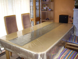 BRAND NEW CONDITION DINNING TABLE WITH SIX CHAIRS FOR SALE $625