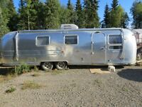 31' Airstream Sovereign Land Yacht