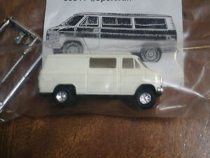 HO scale Trident Chevy Sports van for electric model trains