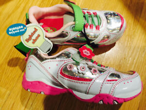 Size 10 - Girl light up running shoes - brand new with tag on