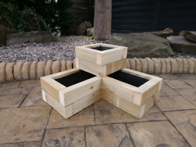 Fully lined corner planter with drainage 60cm x 60cm x 30cm