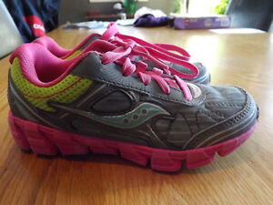 Saucony Sneakers Girls size 2 - hardly worn