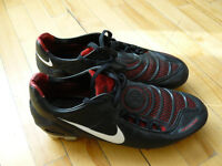 Chaussures de soccer Nike Total 90, taille 8 US, 20$