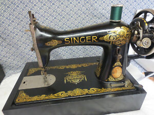 SINGER ANTIQUE HAND CRANK SEWING MACHINE