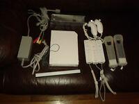 Nintendo WII, 2 manettes, avec BCP d'accessoire et 7 jeux et +++